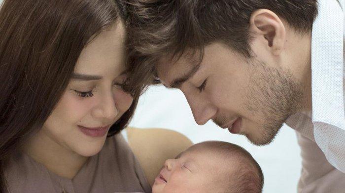 Aura Kasih Merasa Dilecehkan Oleh Seorang Kritikus Film: Bapak Lahir dari Seorang Perempuan!