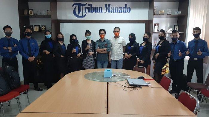 Para siswa dari Sekolah Aviasi Nusantara saat berkunjung ke Kantor Tribun Manado, di Jalan AA Maramis, Kairagi Dua, Kecamatan Mapanget, Kota Manado, Sulawesi Utara, Kamis (25/2/2021). (tribunmanado.co.id/Rizali Posumah)