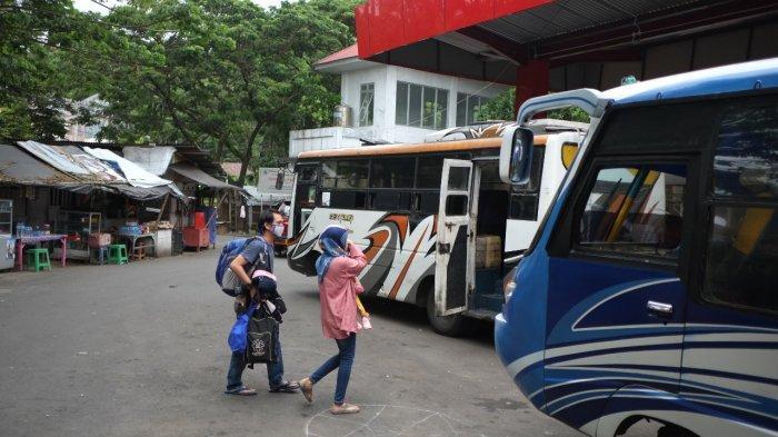 BERITA FOTO: Angkutan Bus Antar Kota di Sulawesi Utara