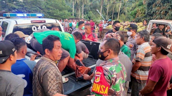 Babinsa Desa Muntoi Ikut Evakuasi Jenazah Lakalantas Maut di Bolmong