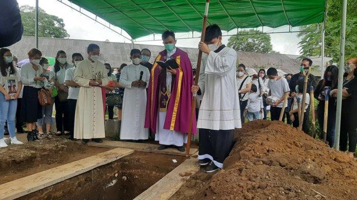 Ibadah Pemakaman Pastor Marcellus Rarun