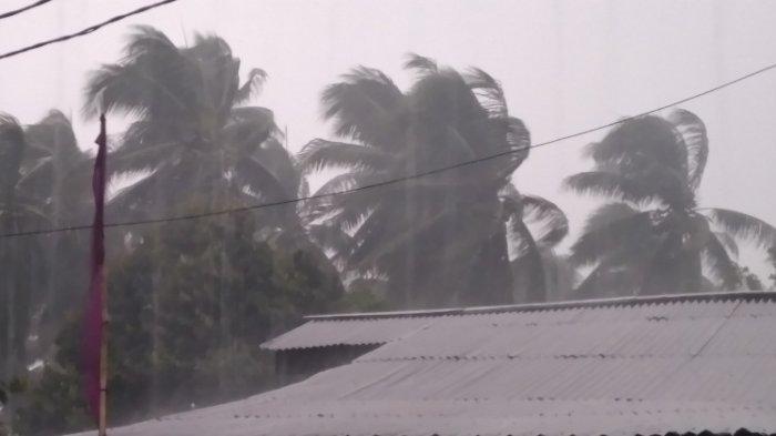 Badai Tropis Surigae Hantam Kabupaten Minahasa Selatan, Warga Ketakutan