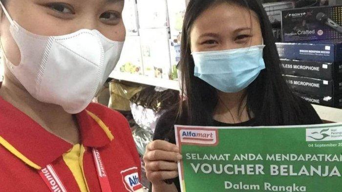 PT Sumber Alfaria Trijaya (Tbk) pengelola Alfamart bagi-bagi voucer belanja kepada pelanggan setia dalam rangka Hari Pelanggan Nasional (Hapelnas).