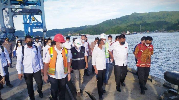 (BKPM) Menteri Investasi/Kepala Badan Koordinasi Penanaman Modal, Bahlil Lahadalia mengunjungi Pelabuhan Peti Kemas Bitung dan Kawasan Ekonomi Khusus (KEK) Kota Bitung, Sulawesi Utara, Sabtu (12/6/2021)