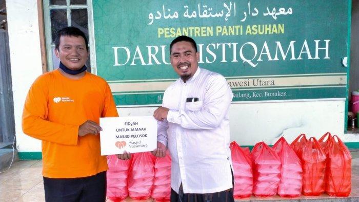 Yayasan masjid Nusantara (YMN) Sulawesi Utara berikan bansos berupa 100 box nasi kepada korban banjir Manado dan 300 sak karung semen untuk pembangunan masjid.