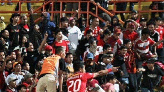 Bila Aksi Rasis Suporter Terus Berulang, Liga 1 Indonesia Bakal Tak Lagi 90 Menit