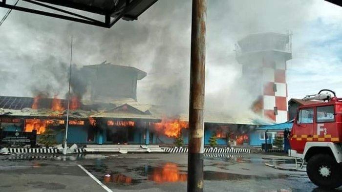 Dugaan AC Meledak, Bandara Douw Aturere Papua Terbakar Dilahap 'Si Jago Merah'