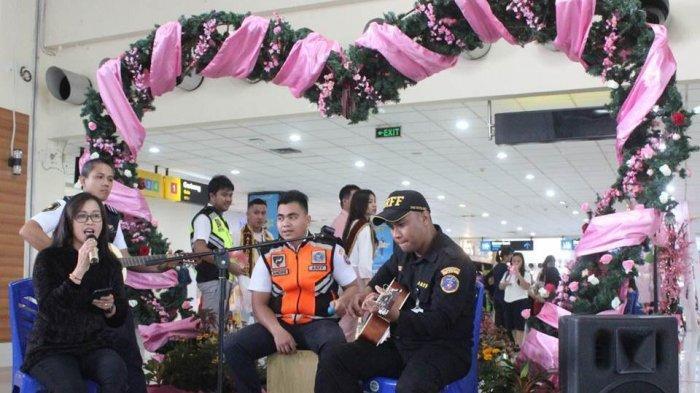 Romantis, Manajemen Bandara Sam Ratulangi Sajikan Hiburan dan Kejutan di Momen Hari Valentine