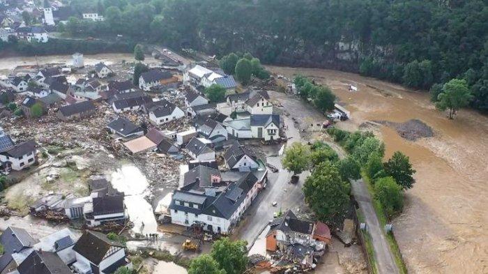 Video Dahsyat Banjir Bandang Landa 3 Negara Eropa Barat, Ratusan Orang Tewas, Bangunan Rusak Parah