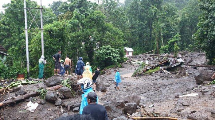 FOTO Banjir Bandang di Kelurahan Bahu Sitaro, Tim Gabungan Fokus Menolong Warga Terdampak