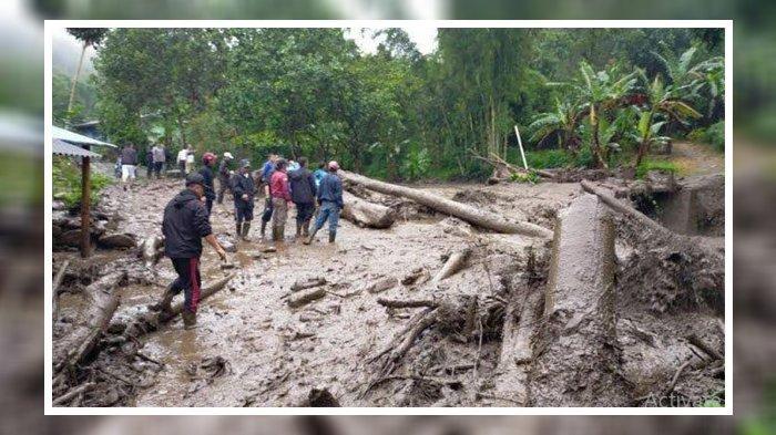 FOTO ILUSTRASI Banjir bandang terjang pemukiman warga di kawasan Puncak Bogor, Selasa (19/1/2021).