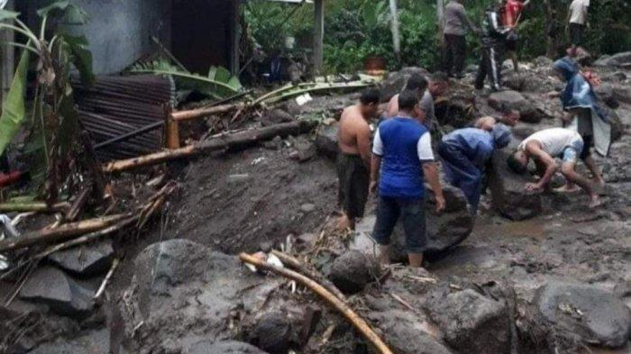 BREAKING NEWS: Banjir Bandang Terjang Namitung Bahu, Sitaro, Ratusan Warga Mengungsi ke Gereja