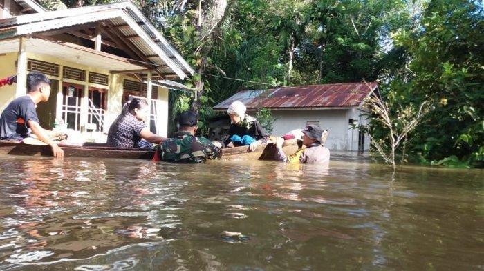 (ilustrasi) Banjir melanda sejumlah wilayah di Kabupaten Melawi, seperti yang terlihat di Desa Tembawang Panjang.