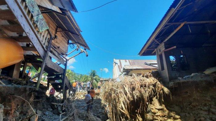 Diterjang Banjir, Warga Batu Merah Bolmong Kaget Rumahnya Terbelah Dua