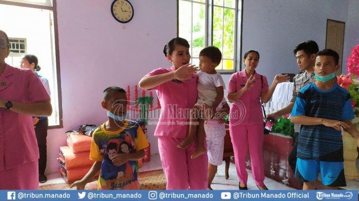 BanjirBandang di Sangihe, Sekolah Diliburkan, Kapolres dan Bhayangkari Hibur Anak-anak