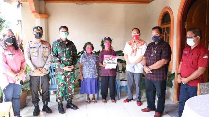 Pemkab Minahasa Serahkan Bantuan bagi Korban Kebakaran