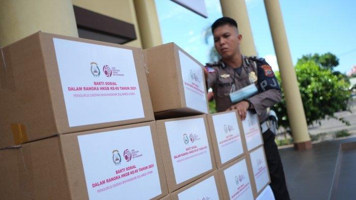 Polda Sulut Bagikan 1.100 Paket Sembako kepada Warga Terdampak Pandemi