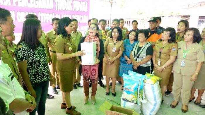 Kementerian PPPA RI Serahkan Bantuan Khusus Perempuan Untuk Pengungsi Erupsi Karangetang