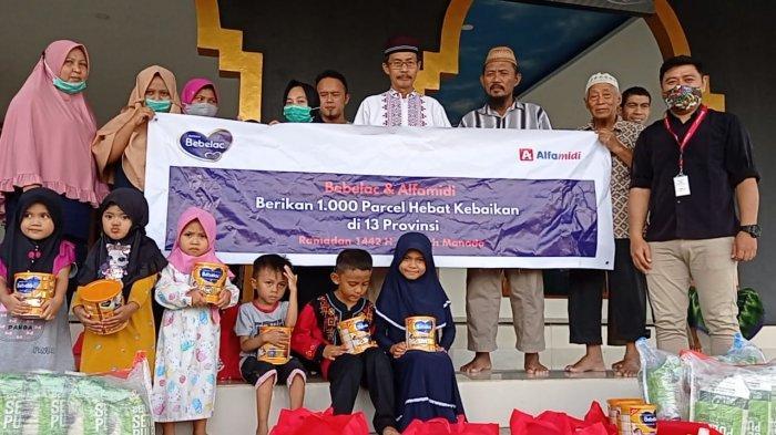 Bebelac dan Alfamidi berkolaborasi membagikan 1.000 paket Hebat Kebaikan berisi bahan pokok dan susu di 13 provinsi dalam rangka Ramadan 1442 Hijriah.