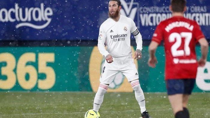 Bek Real Madrid, Sergio Ramos, dalam laga kontra Osasuna pada Sabtu (9/1/2021).