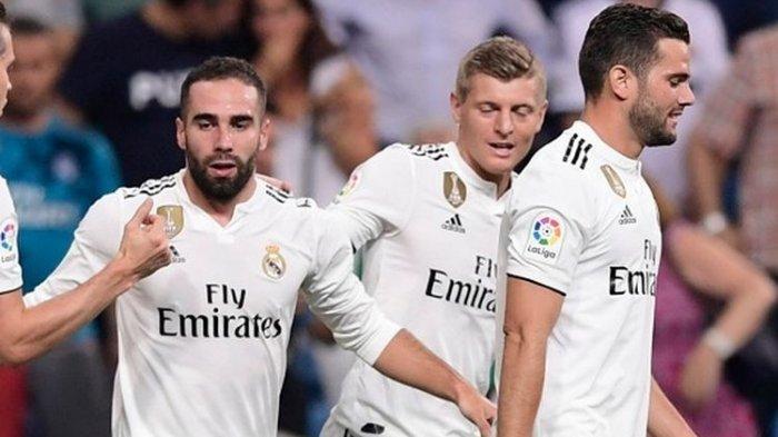 Bek sayap Real Madrid, Dani Carvajal (ke-2 dari kiri), merayakan gol yang ia cetak ke gawang Getafe bersama rekan-rekannya dalam laga pembuka La Liga Spanyol 2018-2019 di Stadion Santiago Bernabeu, Madrid, Spanyol, 19 Agustus 2018.