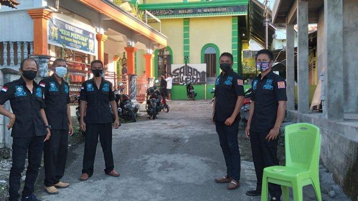 Belasan Personil Panji Yosua Kota Bitung Lakukan Ini di Halaman Mesjid Al Marhamah