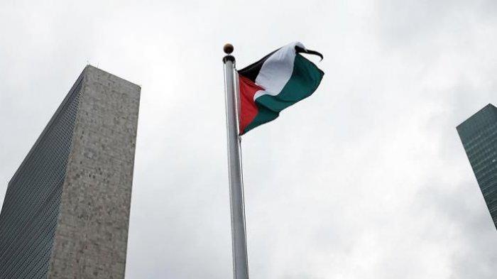 Bendera Palestina berkibar untuk pertama kalinya di markas Perserikatan Bangsa-bangsa (PBB) di New York, Rabu (30/9/2015).