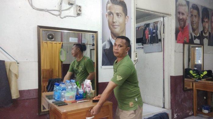 Kisah Tukang Potong Rambut, Saat Pandemi Covid-19 Penghasilan Sangat Merosot