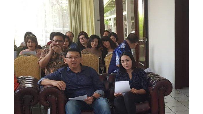 Beredar Foto Ahok Kumpul Bersama Keluarga,Tampak PerempuanMirip Bripda Puput Duduk di Samping BTP