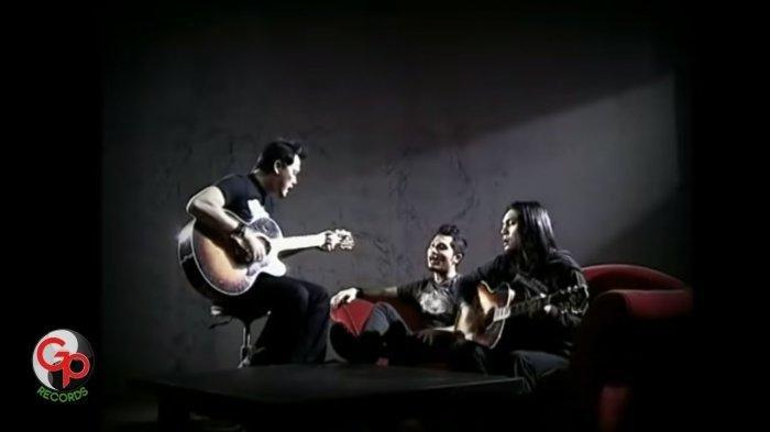 Chord Gitar Lagu Jalanmu Bukan Jalanku - Andra and The Backbone: Hanya Membuatku Sakit Hati