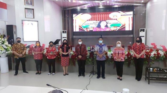 Penghargaan Skala Nasional Perdana Buat Wali Kota Bitung Marutis Mantiri dan Hengky Honanda