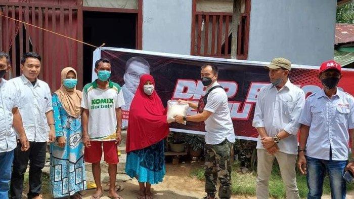 Barisan Militan Olly Dondokambey (BM-OD) bagikan sembako kepada masyarakat terdampak Covid-19 di Kabupaten Bolmut