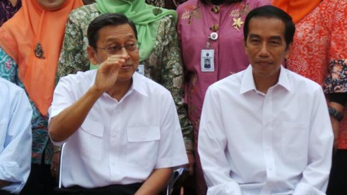Wakil Presiden RI <a href='https://manado.tribunnews.com/tag/boediono' title='Boediono'>Boediono</a> (kiri) dan Gubernur DKI Jakarta Joko Widodo saat meninjau SMA Negeri 26 Tebet, Jakarta Selatan.