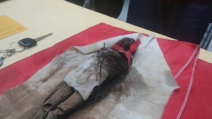 Setelah Diperiksa Polisi, Dalam Tas Pembakar Mobil Via Vallen Ada Boneka Kecil yang Mirip Jenglot