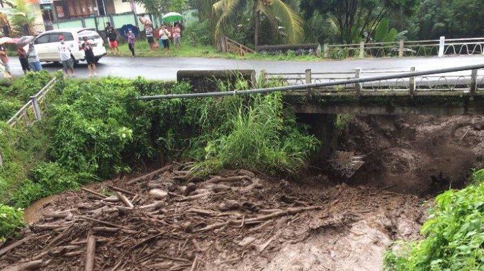 BREAKING NEWS - Air Sungai Palaus Ratahan Kabupaten Mitra Meluap, Masyarakat Diminta Mengungsi