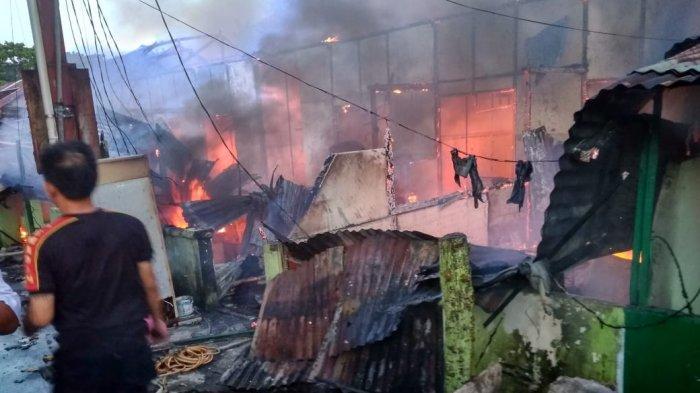 BREAKING NEWS: 10 Barak TNI AD Terbakar