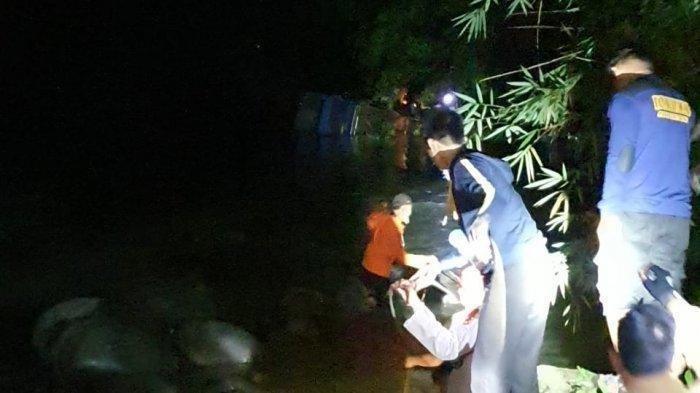 BREAKING NEWS - Kecelakaan Maut Bus Palembang, 9 Penumpang Tewas, Tim Evakuasi Gabungan TNI/Polri