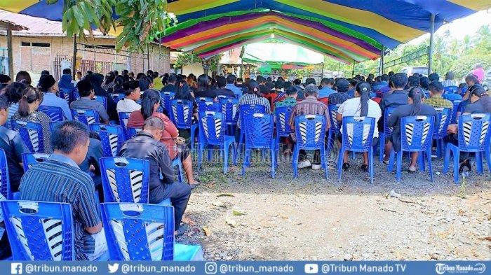 BREAKING NEWS: Ibadah Pemakaman Pasutri yang Tewas Kecelakaan Maut di Popontolen Padat Pelayat