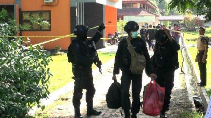 TERKINI: Densus 88 Tangkap Terduga Anggota Teroris di Bungo, Berkaitan dengan Penyerangan Wiranto?