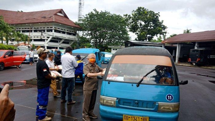 'Bantuan Covid' Bidik 250 Ribu Penduduk: Sopir Mikrolet dan Ojek Dapat Beras