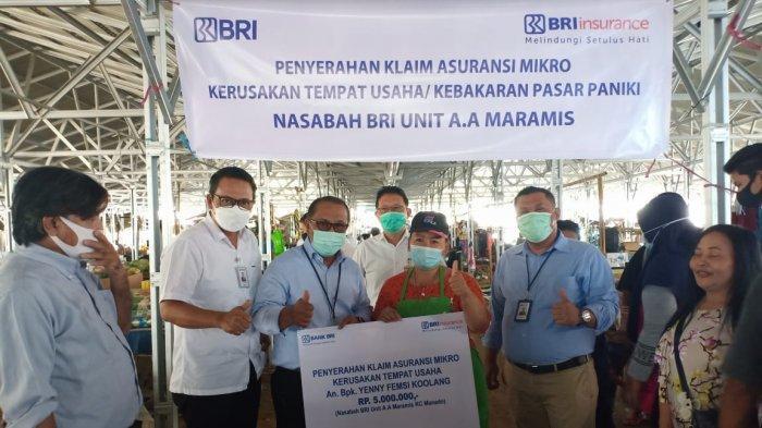 BRI Insurance cabang Manado melakukan penyerahan klaim asuransi Mikro kerusakan tempat usaha yang diakibatkan kebakaran tanggal 16 Februari 2021 yang terjadi di Pasar Paniki.
