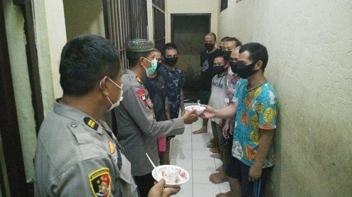 Polsek Mapanget Gelar Buka Puasa Bersama Tahanan