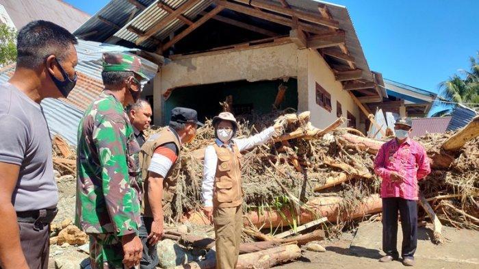 Bupati Bolmong Yasti Soepredjo Mokoagow Turun ke Lokasi Banjir di Batu Merah
