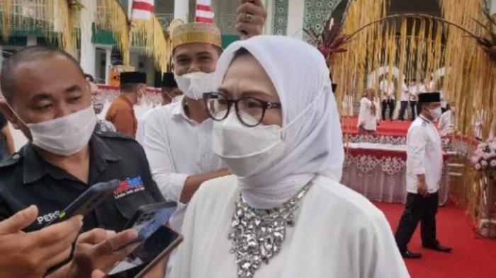 Bupati Bolmong Yasti Soepredjo Mokoagow ketika ditemui awak media, Selasa (11/5/2021).