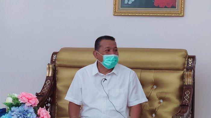 Bupati Bolmut Depri Pontoh saat menerima pemimpin redaksi Tribun Manado pada Jumat (19/02/2021)