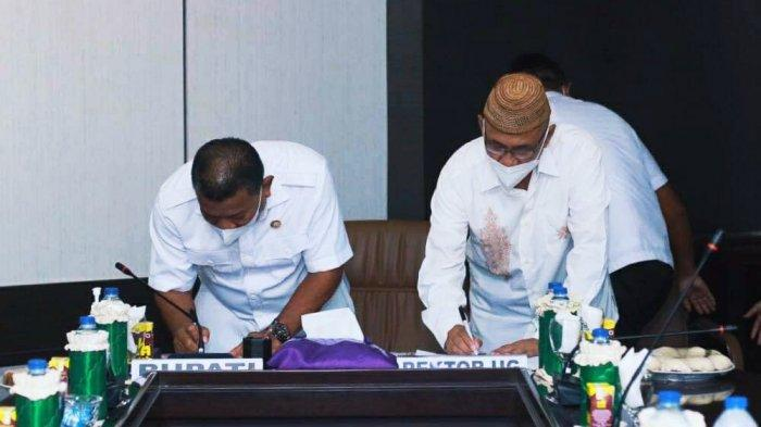 Bupati Bolmut Depri Pontoh melakukan Penandatanganan Memorandum Of Understanding (MOU) antara Pemerintah Daerah dengan Universitas Gorontalo yang bertempat diruang Rapat Bupati Bolmut.