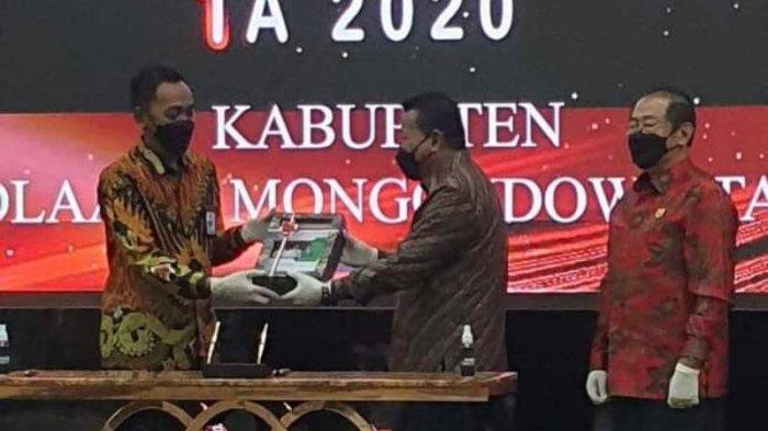 Bupati Depri Pontoh Serahkan LKPD Pemkab Bolmut Ke BPK RI Perwakilan Sulut