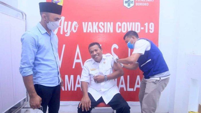 Bupati Bolmut Depri Pontoh Terima Vaksinasi Covid-19 Tahap II