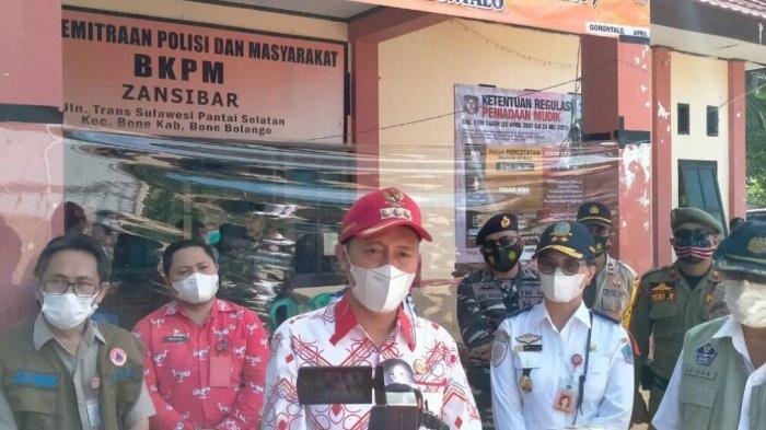 Bupati Bolsel Haji Iskandar Kamaru ketika ditemui awak media.