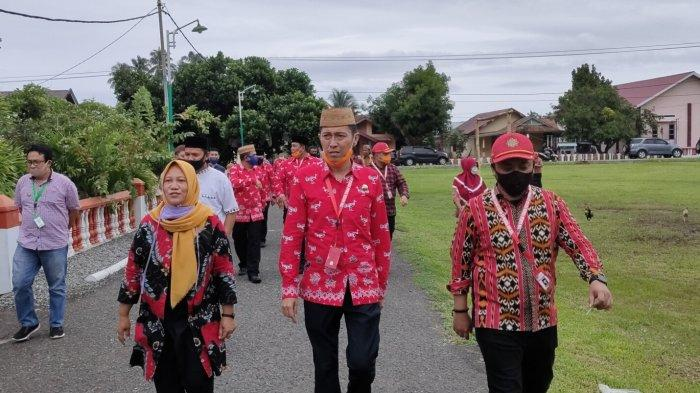 Bupati Bolsel Haji Iskandar Kamaru Siap Disuntik Vaksin Sinovac